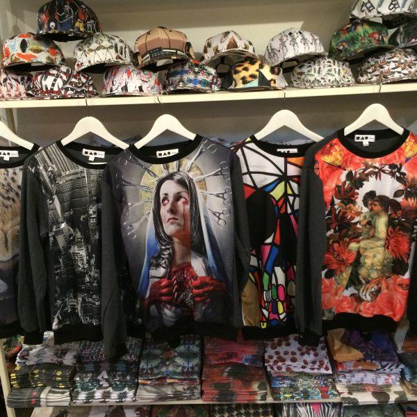 タイで仕入れられるデザインロングTシャツ
