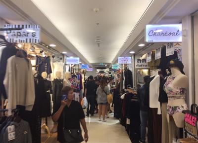 プラティナムファッションモールのレディースコーナー