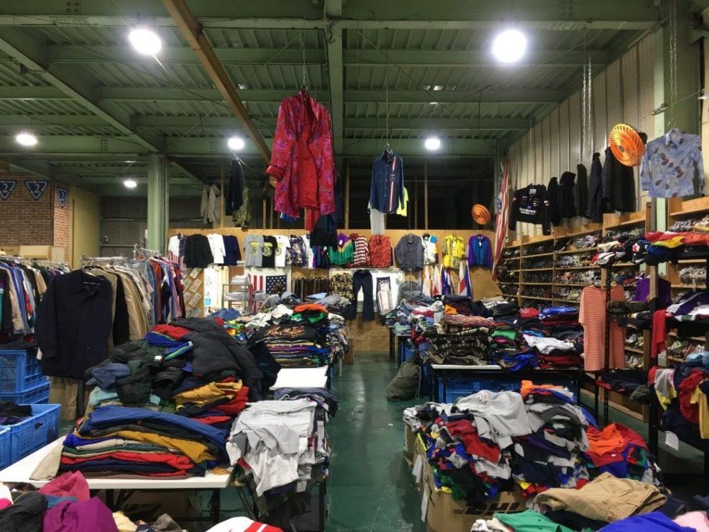 情熱バンコクファクトリーの古着卸売り倉庫